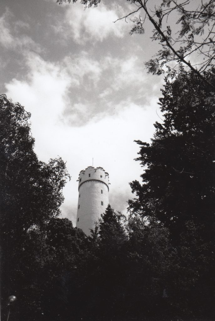 Der Mehlsack – das Wahrzeichen von Ravensburg – fotografiert im Mai 2000 mit einer Lomo LC-A auf einem schwarz/weiß Film.